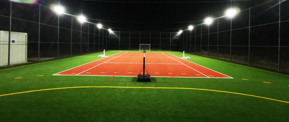 Gazonul artificial garantează un aspect realist pentru terenurile sportive