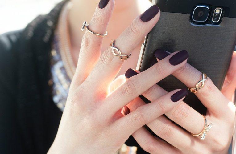 Oja semipermanenta nu rezista mult timp pe unghii? Iata ce greseli faci!