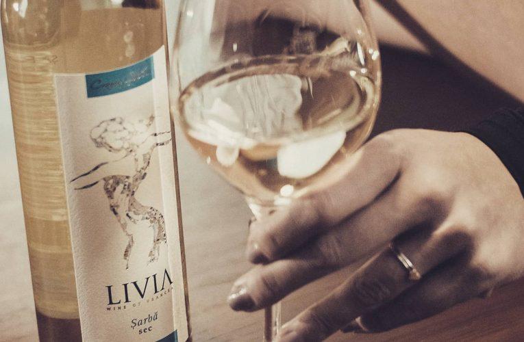 Soiuri de struguri pe care le ştii poate mai puţin şi 5 recomandări de vin alb pentru vara asta