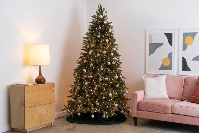 9 Sfaturi pentru a da viață pomilor de Crăciun artificiali
