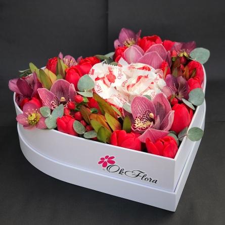 Combinații de culori și coșuri cu flori proaspete