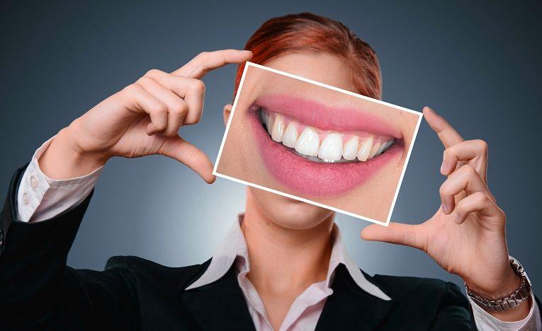 La ce te uiti cand alegi un implant dentar: pret sau calitate?